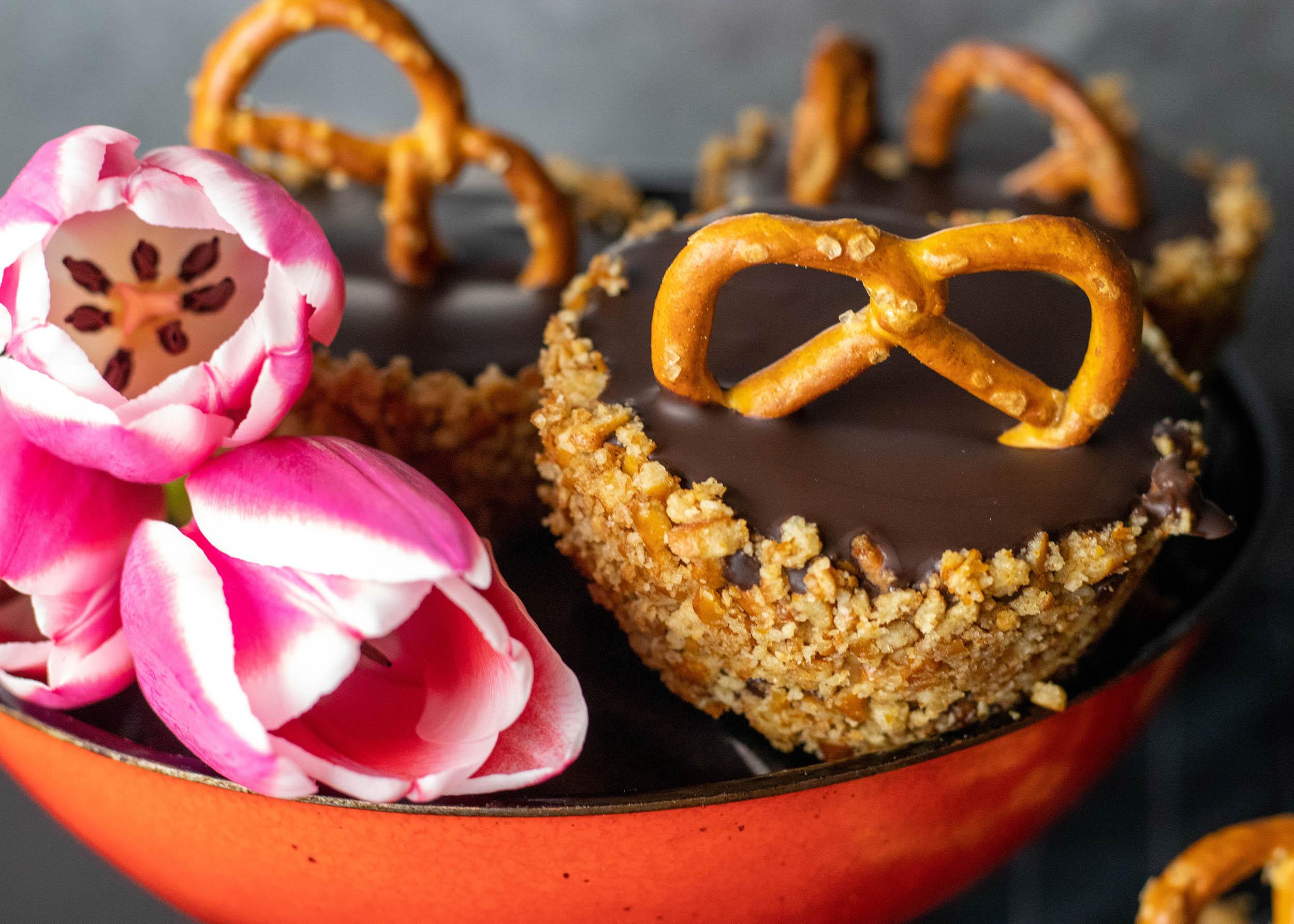 Crunchy pretzel cupcakes